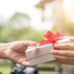 50代の女性へ贈る【心をつかむプレゼント術】大人の女性にふさわしいスマートなギフト特集