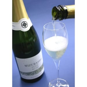 人気のスパークリング日本酒 シャンパン製法でつくられた発泡清酒