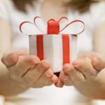 誕生日プレゼントは渡し方で感動が倍増??「タイミング」と「シチュエーション」を徹底解剖!