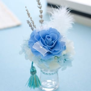 【幸せの青】コンパクトなプリザーブドフラワー