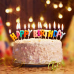 個性を爆発!似顔絵入りの一風変わった誕生日ケーキ