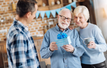 fb4f768932b2 60代のお父さんへ贈る!心が躍る感動の誕生日プレゼント【10選】 | Giftpedia
