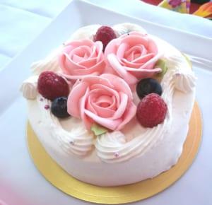 【4号〜7号】薔薇のデコレーションが素敵なショートケーキ
