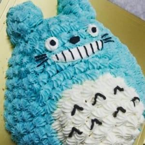 キャラクターケーキ絞り仕上げ 立体ケーキ