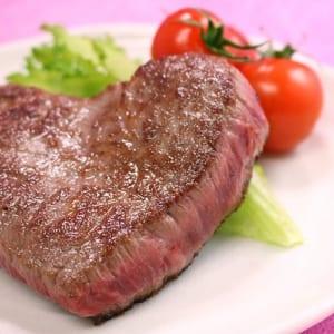【米沢牛かわいいハート型の赤身モモステーキ】