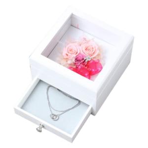 """【名入れ彫刻】【誕生日祝い】 """"木製ジュエリーボックス"""" 正方形タイプ 素敵なプリザーブドフラワーのBOXです。 贈った喜び・もらった感動!お誕生日のお祝いに最適♪母の日・還暦祝いにもどうぞ。[hsjbw0001] by オリジナルギフト工房 ハッピースマイル"""