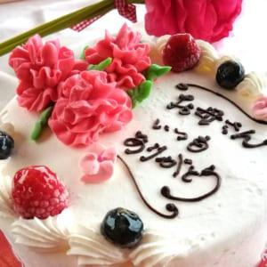 母の日に送るメッセージ入りカーネーションケーキ