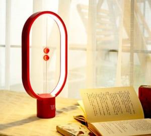 【名入れ】バランスランプ [レッド・ホワイト。ブラック] 不思議なランプ インテリア好きな方へ by スマートギフト