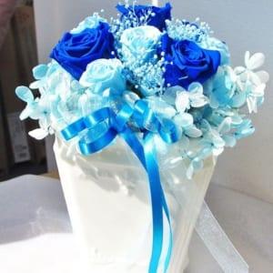 濃いブルーのプリザーブドフラワー
