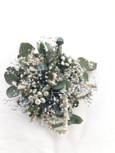 ユーカリと白い小花のヘアクリップ プリザーブドフラワー ボタニカルコサージュ