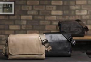 青木鞄 la GALLERIA ソフトレザー フラップショルダーバッグ Arco 男性用 メンズ ショルダーバッグ 斜めがけ 革 本革 イタリアンレザー B5サイズ カジュアル 大人 鞄 かばん バッグ by Lifeit(ライフイット)