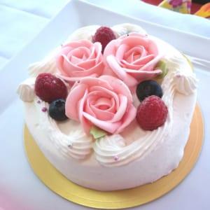 バラのショートケーキ 4号 5号 6号 7号 [薔薇 花 可愛い お洒落 誕生日 クリスマス 母の日 プレゼント] by ilpino