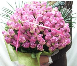 紫バラの花束1本480円(20本より)