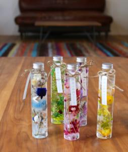 【送料無料】ハーバリウム プリザーブドフラワー ボトル 選べる5色 (高さ21.5cm 直径4.5cm 200ml入り) by ~花うるる~花でうるおう毎日
