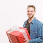 【もう迷わない】30代男性へのプレゼント大特集!軽いもの~高級品まで81選を一挙紹介【金額別】