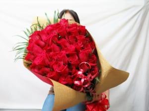 還暦祝い母 女性 還暦祝いプレゼント 60本バラ花束 【還暦 お祝い に大人気】 by 花束・バラ・花卸販売サンモクスイ