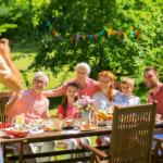 【おすすめ!還暦の家族写真】特別な記念になるフォトサービス&華やかなフォトギフト特集