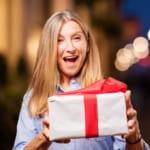 【女性向け】還暦のプレゼントは何が喜ばれる?満足度の高いおすすめプレゼント37点一挙公開!