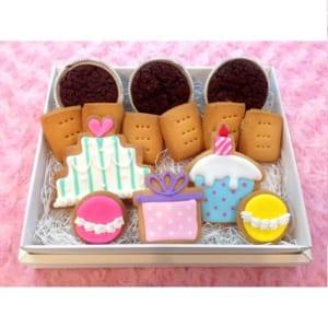箱を開けると「ワッ!」と驚くカラフルなアイシングクッキーで心もお腹もHappyになるサプライズクッキーセット!サプライズクッキーセット(送料込) by Sweets Factory(八王子のPOPでCUTEなシフォンケーキ専門店)