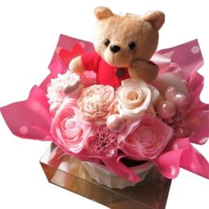 プーさん 花束風 プリザーブドフラワー入り ケース付き ピンクカラー プーさん種類はお任せ◆誕生日プレゼント・記念日の贈り物におすすめのフラワーギフト by フラワーガーデン リーブス