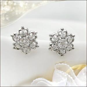 雪の結晶ダイヤモンドピアス