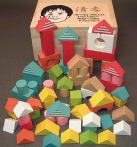 似顔絵入り積木 カラフル 足形 手形 [送料無料]クリスマス つみき 木製玩具 出産祝い 誕生日プレゼント 赤ちゃん ベビー キッズ おもちゃ by オダジマ・アート