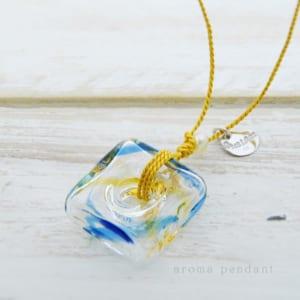 アロマペンダント ネックレス ガラス 青 by Blue Lace. Accessories