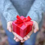 【予算1000円】女性に贈るプチプラプレゼント!世代別の厳選おすすめアイテム