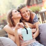 女の友情は永遠!親友に贈る誕生日プレゼントと絆深まる手作りギフト