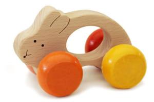 [日本製安心おもちゃ] うさぎ車 (すべすべの赤ちゃんおもちゃ) [名入れ][送料無料][赤ちゃん おもちゃ はがため 歯がため 木のおもちゃ 車 知育玩具 出産祝い 日本製 カタカタ 男の子&女の子 3ヶ月 4ヶ月 5ヶ月 6ヶ月 7ヶ月 8ヶ月 9ヶ月 10ヶ月 0歳 1歳 2歳 歯固め くるま あかちゃん ベビー 木育 ] by 木のおもちゃ製作所・銀河工房