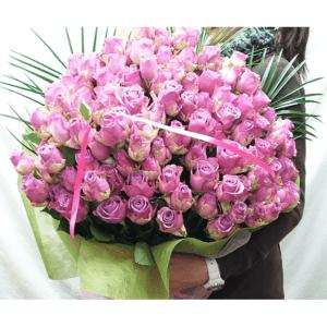 紫バラの花束