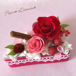 記念日や誕生日プレゼントにショートケーキ型のフラワーケーキ|ローズケーキ(レッド) by フローリスト レマン
