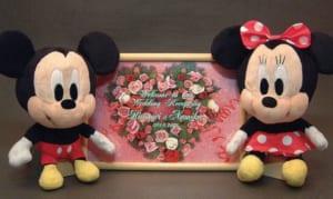 Disneyディズニー人気ぬいぐるみ(ミッキー・ミニー)と木製メッセージボードの3点セット、送料無料(沖縄・離島などを除く)誕生日・クリスマスギフト、結婚記念、結婚祝いギフト、ブライダルドール、ウエディングドール、ウエルカムボード by オダジマ・アート