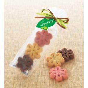 フラワークッキー【プチギフト】《ブライダル ウェディング 結婚式 ギフト》花型クッキーが3枚入った微笑ましいプレゼント。 by ルナ ルーチェ