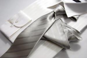 【人気】シルバーグレー系ネクタイ&ポケットチーフセット シルク 日本製