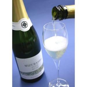 人気のスパークリング シャンパン製法でつくられた発泡清酒「水芭蕉」