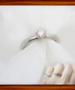 0.3ctup一粒ダイヤモンドリング 透明感溢れるライトカラーダイヤモンド