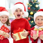 【クリスマス】今年こそ子どもが喜ぶプレゼントを!サプライズ演出&メッセージ例文もご紹介