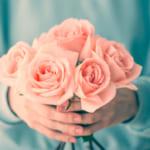 プレゼントにすてきな花を贈ろう!花言葉やシーンで選ぶ【おすすめの花グッズ50選】