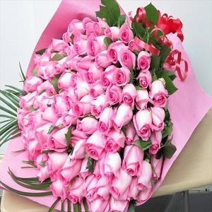100本 バラ 花束 女性の永遠の憧れバラ花束 108本のプロポーズのバラ花束にも対応 きっと思い出に残るサプライズプレゼント by 花束・バラ・花卸販売サンモクスイ