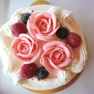 バラのショートケーキ