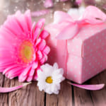 女友達に贈るおしゃれプレゼント50選!ハイセンスな選び方を大公開