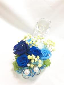 【プリザーブドフラワーリングピロー/本当のガラスの靴シリーズ】シンデレラのガラスの靴とブルーの薔薇の輝き by 世都華プリザーブドフラワーギフト専門店