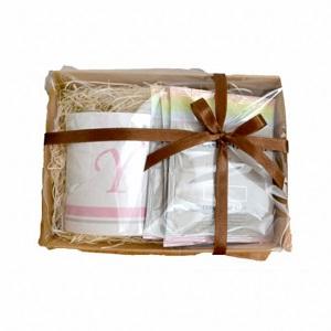 【送料無料】イニシャル入りオーダーマグカップとコーヒーのギフトセット【母の日 ギフト 出産祝い 誕生日プレゼント 結婚祝い 父の日 敬老の日 プレゼント】 by SUTEKINA-ステキナ-