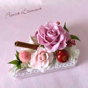 お見舞いや誕生日プレゼントにショートケーキ型のフラワーケーキ|ローズケーキ(ピンク) by フローリスト レマン