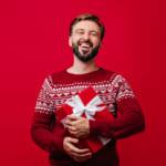 【男性が喜ぶ】クリスマスプレゼントを年代別にご紹介!選び方・相場・人気アイテム総まとめ