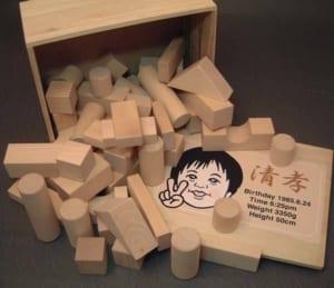 似顔絵入り積木 足形 手形 [送料無料]クリスマス つみき 木製玩具 出産祝い 誕生日プレゼント 赤ちゃん ベビー キッズ おもちゃ by オダジマ・アート