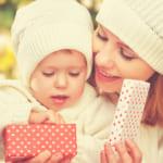 姪っ子や甥っ子に贈る出産祝いの金額相場|おすすめのプレゼントもチェック!