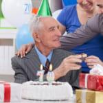 【70代の男性に贈る】記憶に残る退職祝いのギフト30選【選び方・マナーも徹底解説】