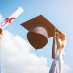 卒業祝いと就職祝いはどっちを贈る?おすすめのお祝いギフトもご紹介!